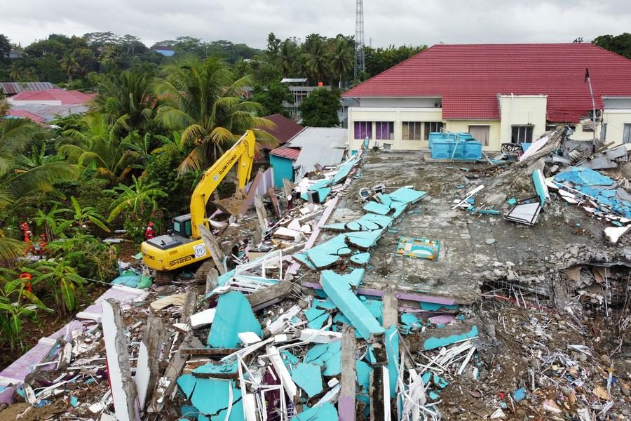 อินโดฯ อ่วม 'แผ่นดินไหว-น้ำท่วม' ไร้ที่อยู่เฉียด 7 หมื่น ดับแล้ว 96