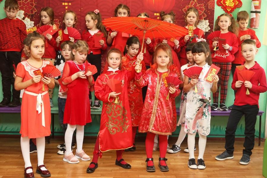 สนุกสุขสันต์! เด็กน้อยยูเครนรู้จัก 'ตรุษจีน' ผ่านหลากกิจกรรม