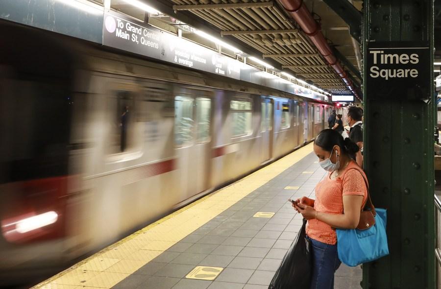 ตำรวจนิวยอร์กเข้มตรวจตรารถไฟใต้ดิน หลังเกิดเหตุ 'คนไร้บ้าน' ถูกแทงจนเสียชีวิต